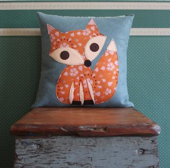 Декор подушки своими руками: интересные идеи, необходимые материалы, фото