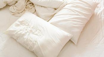 Советы, как спасти старые пожелтевшие подушки