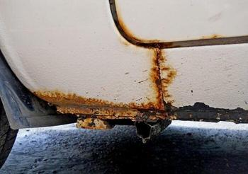 Что нужно сделать с машиной после зимы, чтобы кузов не ржавел