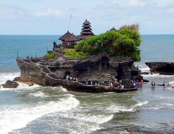 Храм Пура Танах Лот (Бали, Индонезия)