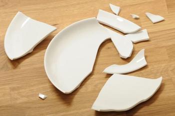 Не спешите выбрасывать разбитую тарелку!