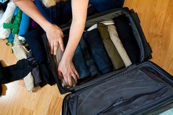 Собирать чемодан во сне: интерпретация сновидения