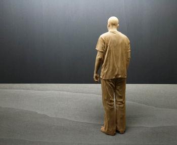 Реалистичные скульптуры людей, вырезанные художником Петером Деметцом из дерева