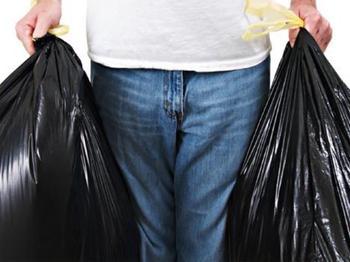 Почему на ночь нельзя выносить мусор