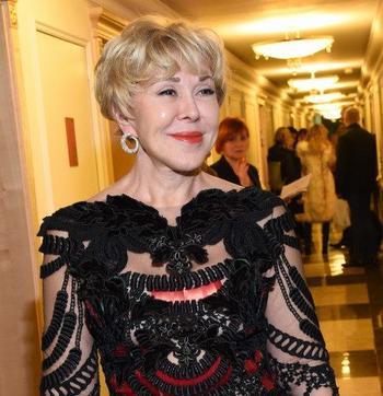 Дочь Любови Успенской покинула Россию после скандала