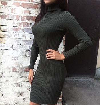 Платье-водолазка: 25 безупречных идей, которые подчеркнут вашу фигуру
