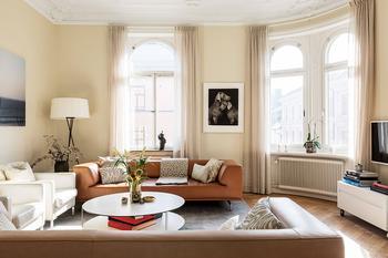 Солнечная квартира в роскошном классическом доме в Стокгольме