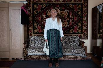 Вера и мода: трогательная история 91-летней бабушки через содержимое платяного шкафа