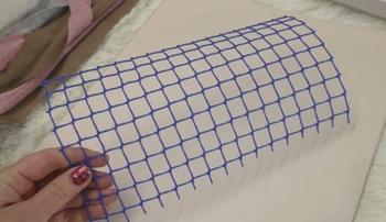 Чудесный коврик из садовой сетки