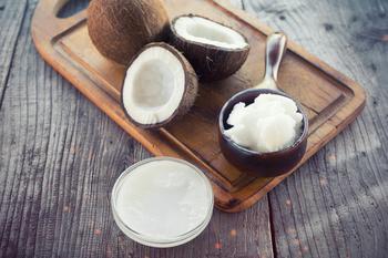 Как быстро открыть кокос и другие орехи в домашних условиях