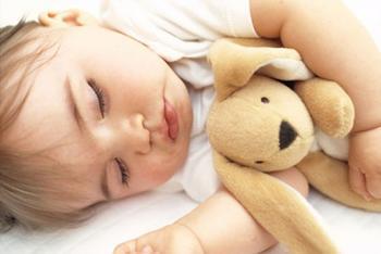 Почему человек разговаривает во сне, причины