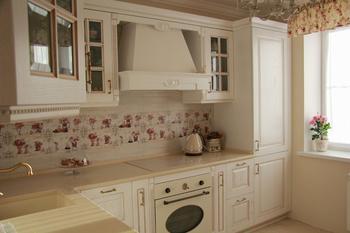 Кухня в ванильных тонах