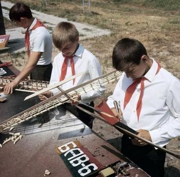 Почему дети в СССР были такими занятыми