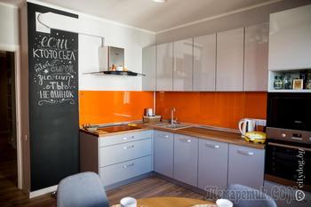 «Двушка» с бодрящей кухней и шкафом над головой в спальне