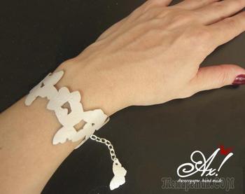 Мастерим простой браслет из кожи «бабочки на руке»