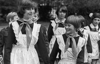 Что запрещали школьникам в СССР, и Как их наказывали за джинсы или за короткие юбки
