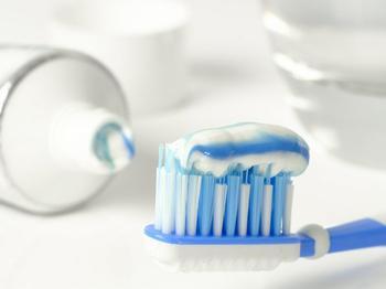 7 необычных трюков с зубной пастой, которые значительно облегчат вам жизнь!