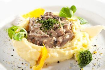 Бефстроганов из говядины с грибами и картофельным пюре