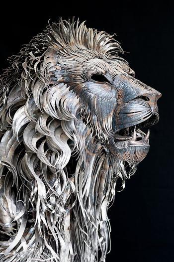 Кованый лев