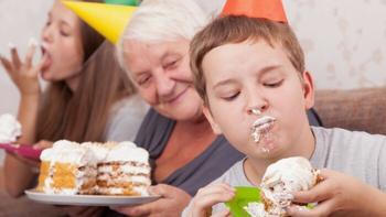 7 по-настоящему губительных моделей поведения бабушек в адрес внуков