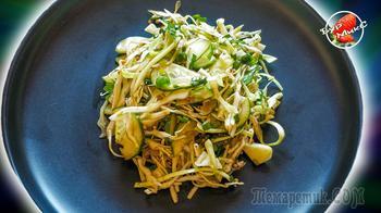 Свежий салат из капусты и огурцов