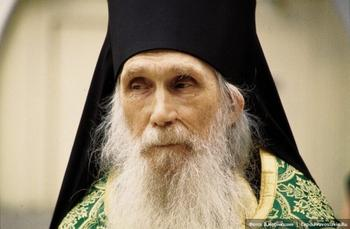 Крестное знамение архимандрита Кирилла