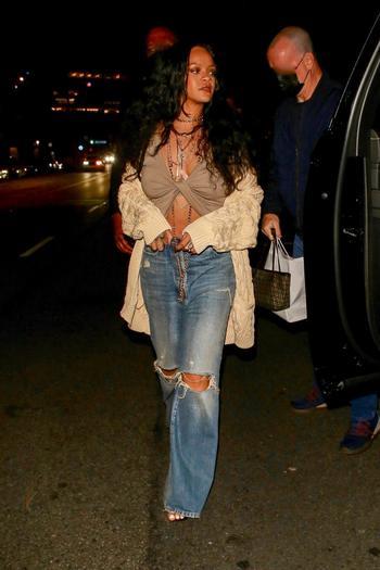 Немного мешковатые джинсы