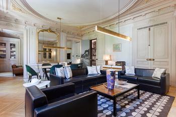 Квартира художественного оценщика в Париже