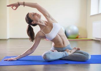 8 незамысловатых поз йоги, которые облегчат боль не более, чем за 16 минут