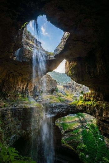 Посмотрим на единственный в своем роде водопад