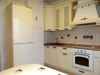 Кухня: классика в ванильных тонах