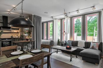 Стильная небольшая квартира в темно-серых тонах (46 кв. м)
