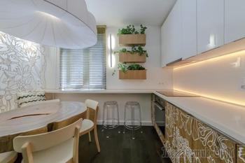 Дизайн бело-коричневой кухни 12 метров