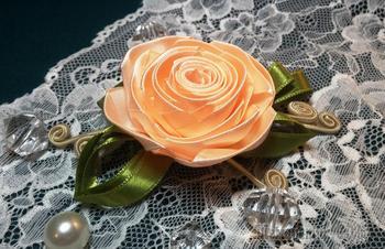 Цветы из лент: роза из узкой ленты. МК
