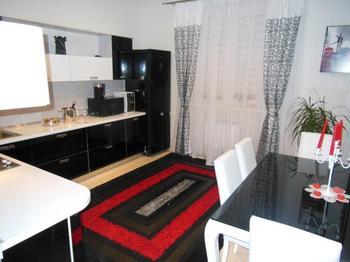 Моя кухня: стеклянная черно-белая мебель