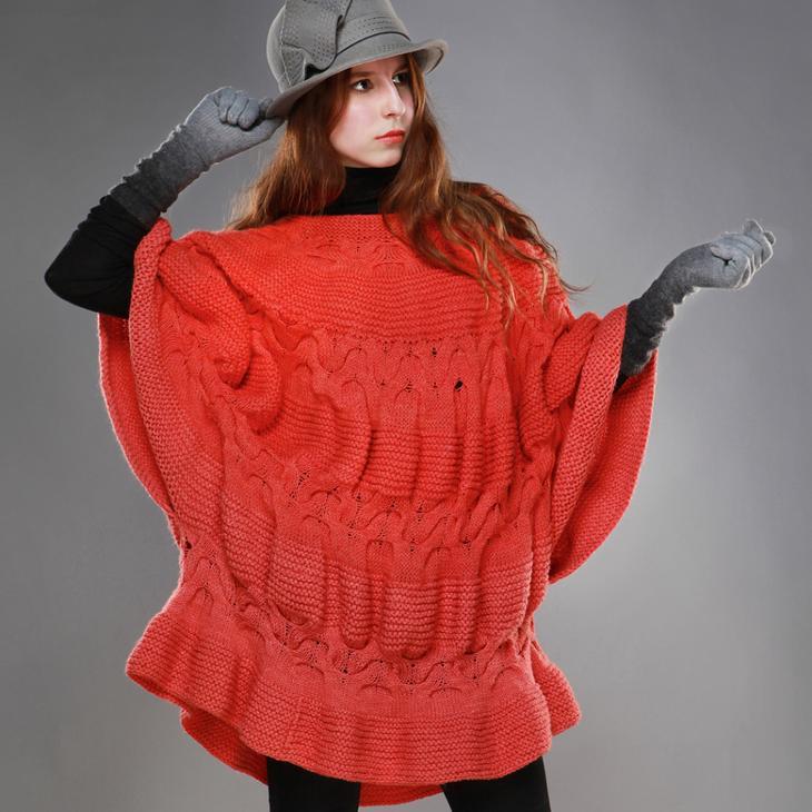 Пончо является наиболее подходящим предметом гардероба для весны и осени