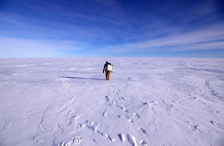 Действующая с 1956 года постоянно обитаемая антарктическая станция Амундсен — Скотт на Южном полюсе