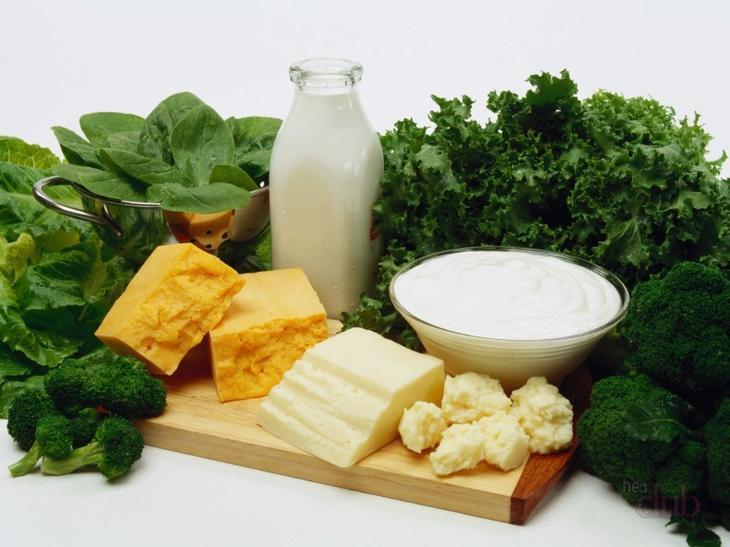 Постепенно в рацион необходимо включать молочные продукты, мясо и рыбу