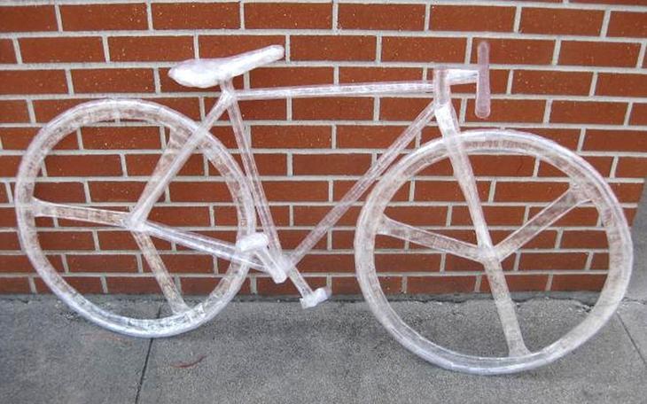 Michael H Велосипед Лучшие работы конкурса скульптур из скотча Off the Roll 2012