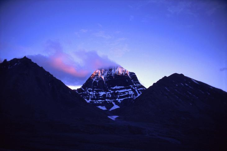 Кайлаш в Тибете - священная гора, фото