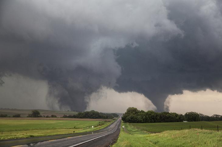 Два торнадо класса F4, несущие хаос и разрушения в штате Небраска