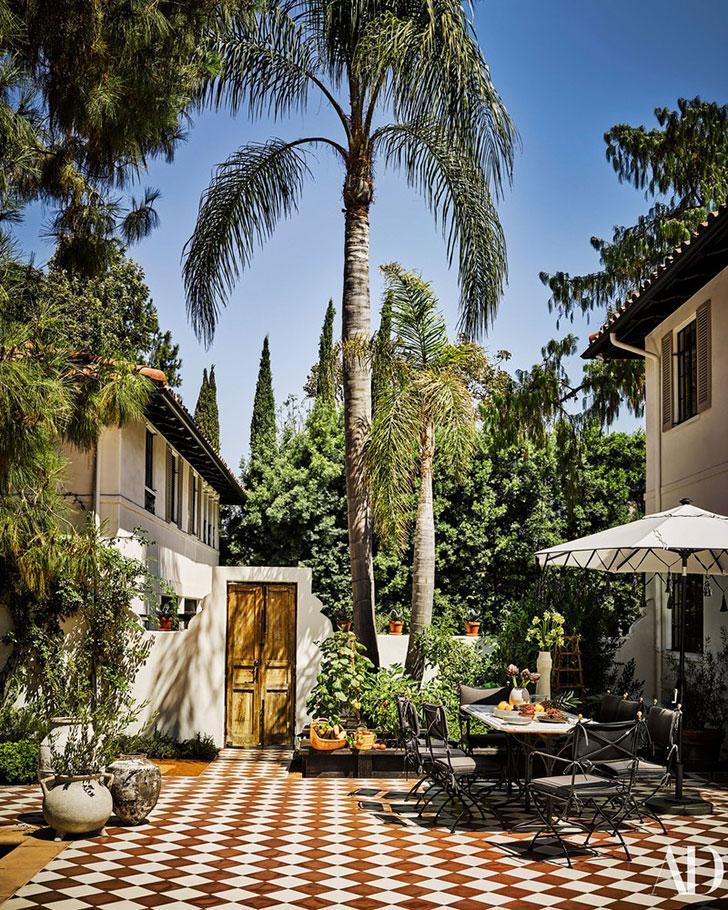 Оригинальный и экстравагантный дом дизайнера в Калифорнии