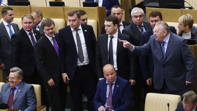 На Минтруд РФ подали в суд с требованием объяснить огромные пенсии депутатов