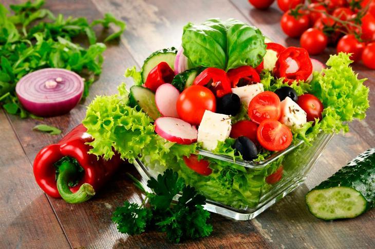 Свежие овощи и обезжиренный соус