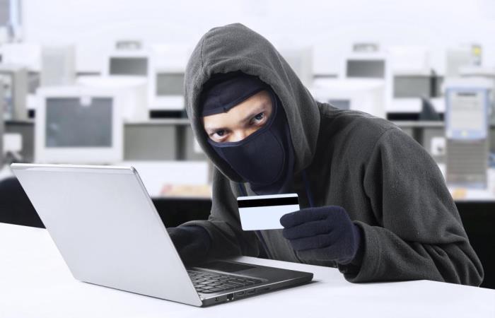 Как защитить себя от мошенников, ворующих пароли банковских карт