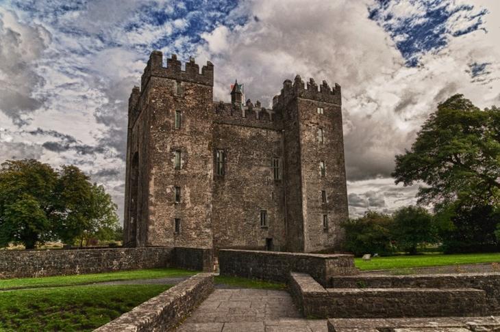Замок Бунратти, Ирландия. Построен в 1425 году. европа, замки, история, средневековье