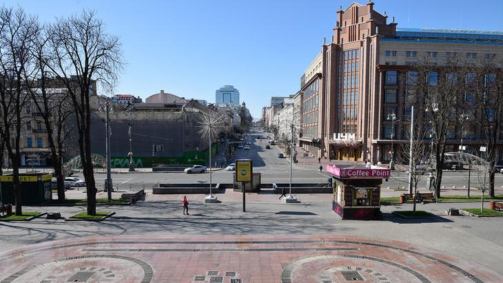 Улица Крещатик в Киеве, Украина, 23 марта 2020 года