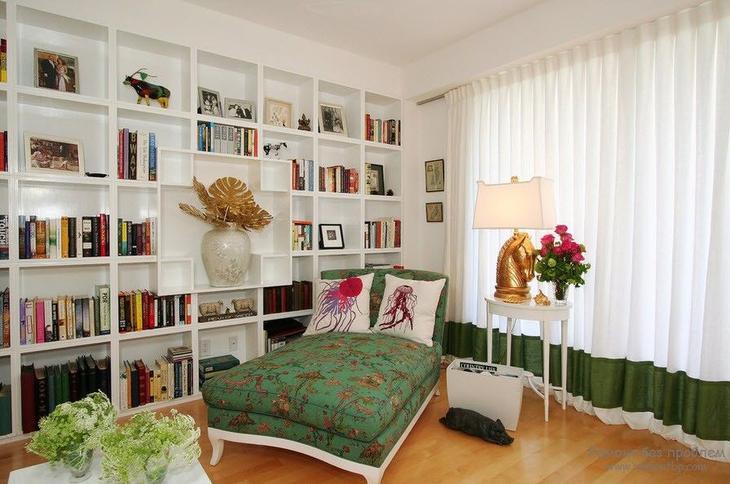 Необычный красивый книжный стеллаж - акцент помещения
