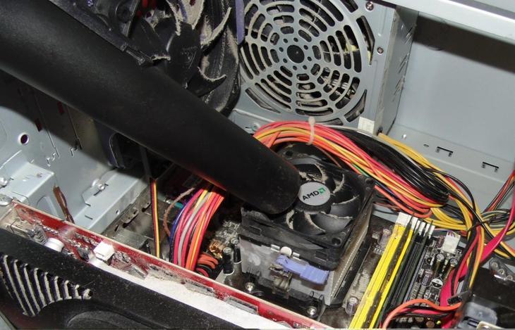 Чистка компьютера пылесосом