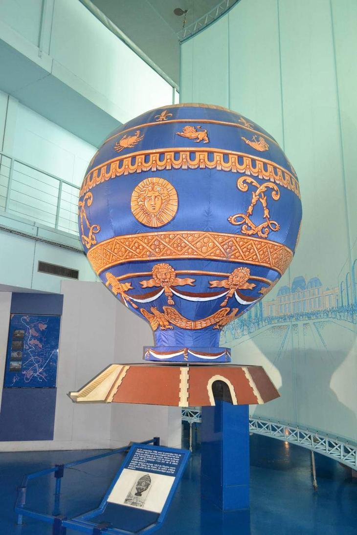 Модель аэростата Монгольфье. Именно его французы считают первым летательным аппаратом в истории человечества, чье конкретное существование подтверждено документально